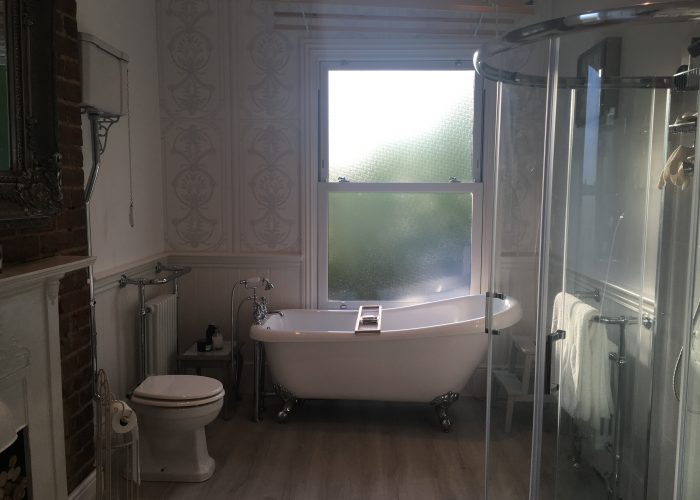 An after picture of a beautifully decorated Victorian bathroom